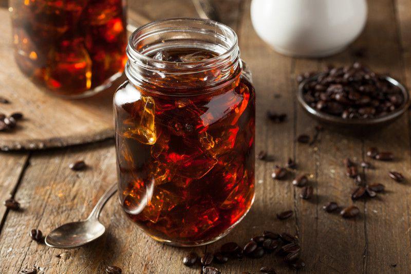 Cold Brew Coffee là gì ? Hoá học lý giải tại sao pha cà phê lạnh lại ngon hơn pha nóng !