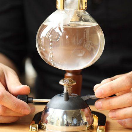 z[khoinghiepcafe.com] 11 Pha cà phê bằng bình Siphon feature image