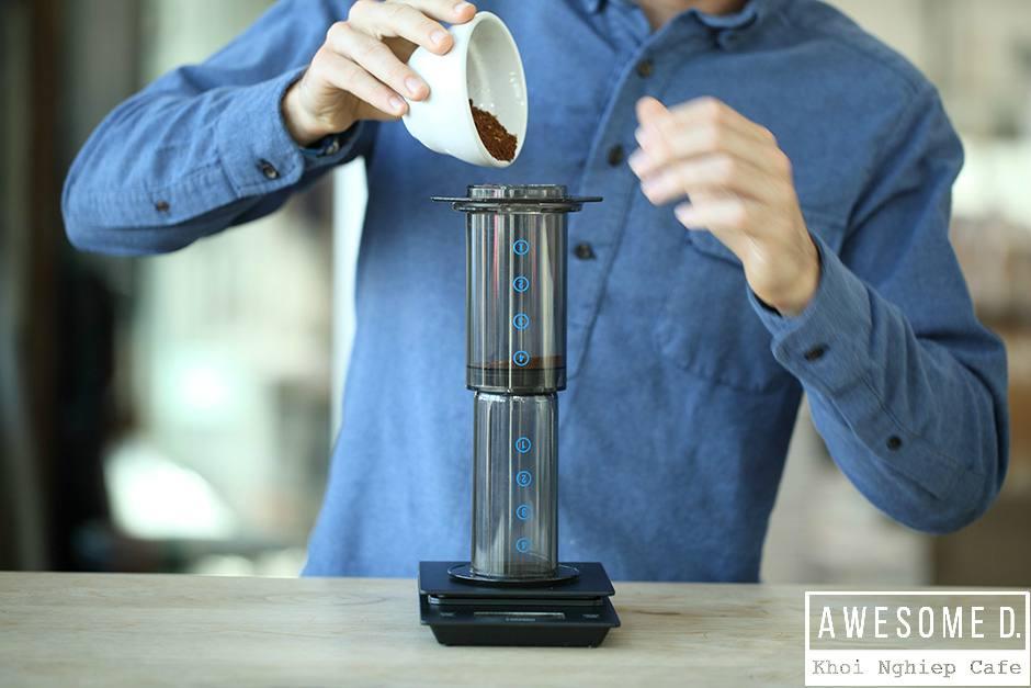 z[khoinghiepcafe.com] Pha cà phê bằng bình AeroPress 6b