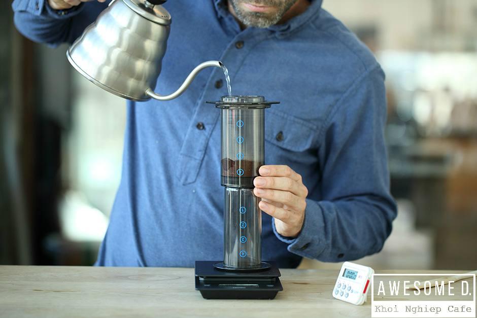 z[khoinghiepcafe.com] Pha cà phê bằng bình AeroPress 7