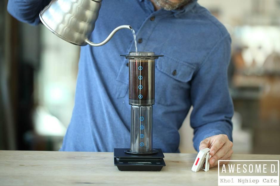 z[khoinghiepcafe.com] Pha cà phê bằng bình AeroPress 9