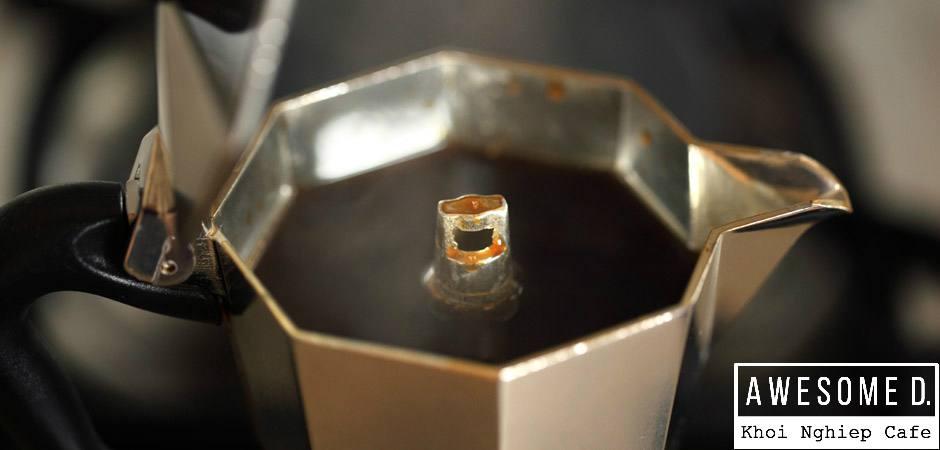 z[khoinghiepcafe.com] Pha cà phê bằng bình Moka 8