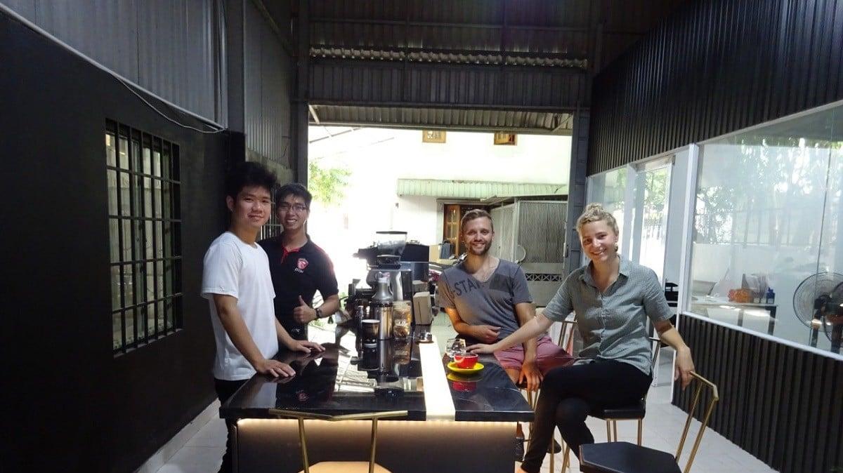 Lop hoc day pha che cafe espresso sai gon ho chi minh barista cap toc