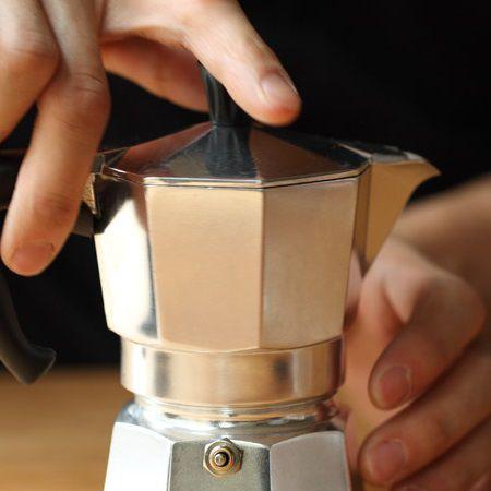 z[khoinghiepcafe.com] 10 Pha cà phê bằng bình Moka feature image
