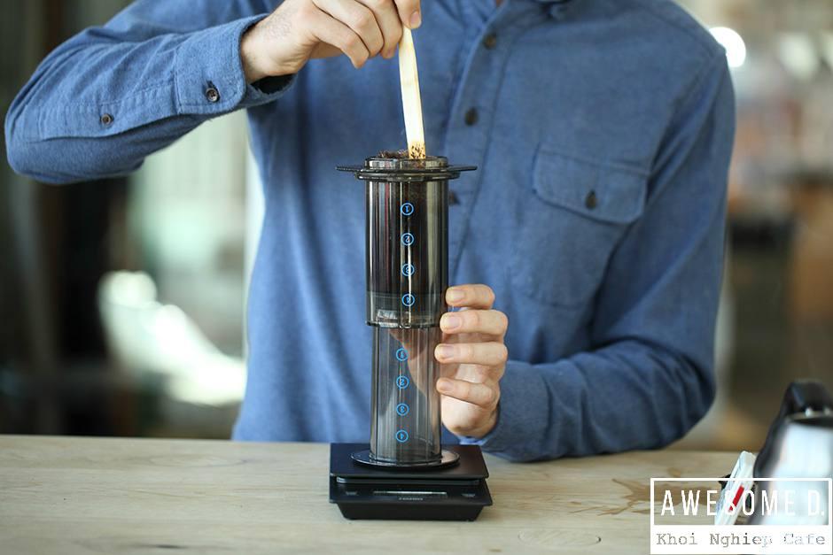 z[khoinghiepcafe.com] Pha cà phê bằng bình AeroPress 11