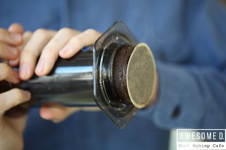 z[khoinghiepcafe.com] Pha cà phê bằng bình AeroPress 14