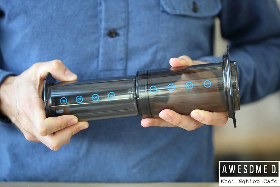 z[khoinghiepcafe.com] Pha cà phê bằng bình AeroPress 5