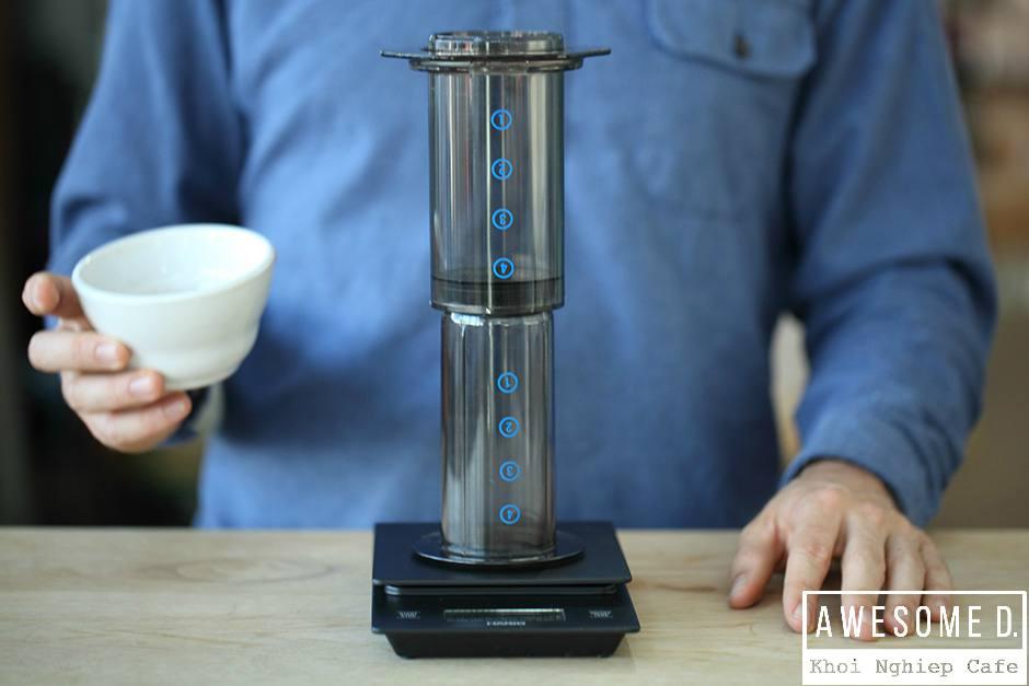 z[khoinghiepcafe.com] Pha cà phê bằng bình AeroPress 6