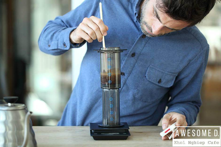 z[khoinghiepcafe.com] Pha cà phê bằng bình AeroPress 8