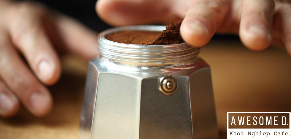 z[khoinghiepcafe.com] Pha cà phê bằng bình Moka 5